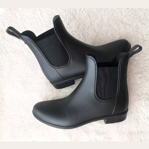 6fa9e534024 Sam Edelman Tinsley Chelsea Matte Rain Boots. M 5b63ee81bb7615756f6517e5